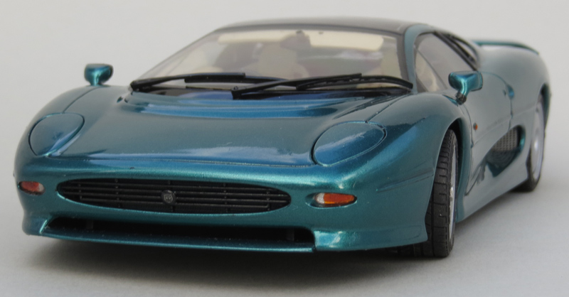 XJ220-very-low-front-on.jpg